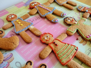 Gingerbread men women decorated