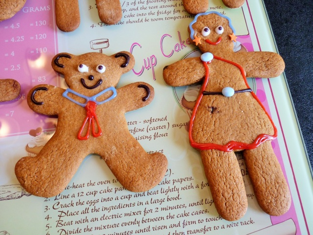 Gingerbread women and teddy bear decorated with icing