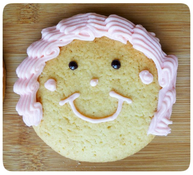 Caramel biscuits cookies face decoration with crimped piping buttercream hair 6