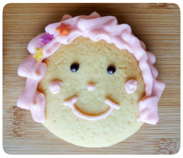 Caramel biscuits cookies face decoration with leaf buttercream hair 2