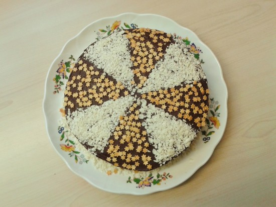 Heavenly chocolate cake with fudge frosting white chocolate shavings and gold sugar stars 3