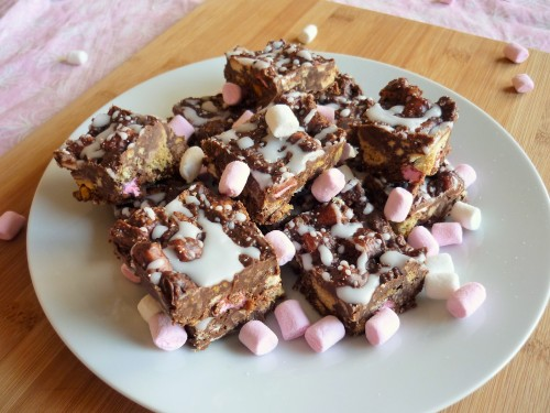 Chocolate honeycomb square with marshmallow and cookies 2