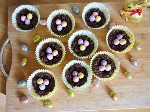 Chocolate shredded wheat cereal easter nests with golden syrup and mini eggs 1