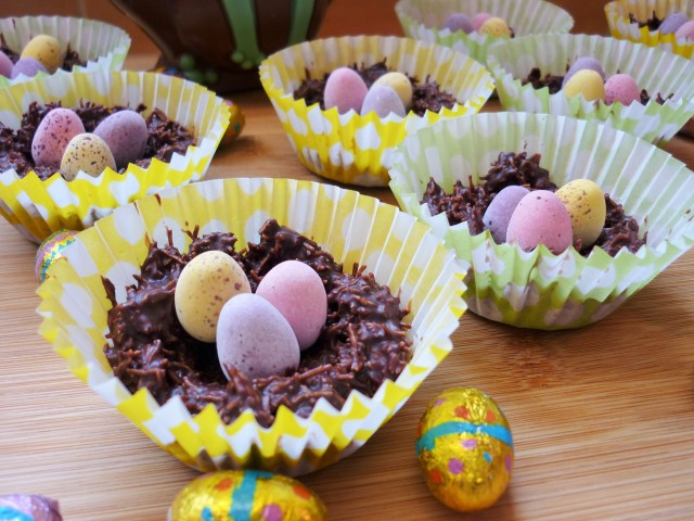 Chocolate shredded wheat cereal easter nests with golden syrup and mini eggs 3