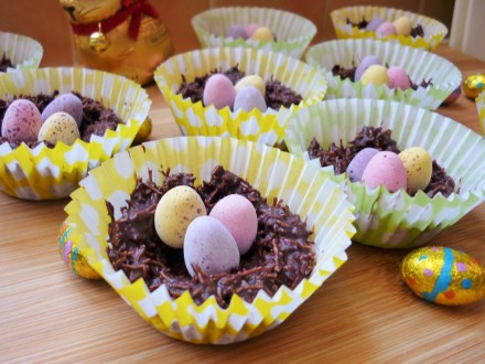 Chocolate shredded wheat cereal easter nests with golden syrup and mini eggs 5