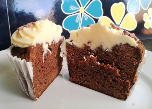 Brownie cupcakes with buttercream frosting 8