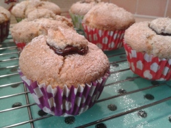 Hazelnut muffins with crunchy topping and with chocolate hazelnut sauce filling 3