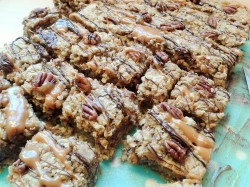 Oat and pecan squares with caramel and chocolate 3
