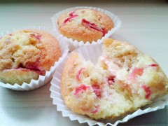 Raspberry ripple cupcakes with raspberry buttercream 3