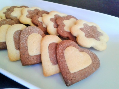 Two tone biscuits cookies heart shaped and flower shaped 3