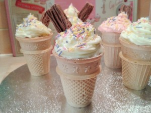 How to make cake inside ice cream cones with swirl buttercream icing and sprinkles