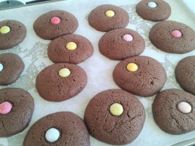 Chocolate toffee and smartie melts biscuit recipe 3