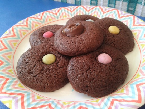 How to make chocolate toffee and smartie melts biscuit cookie recipe
