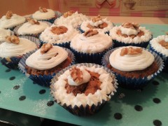 carrot-cake-cupcakes-recipe-with-sweet-cream-cheese-icing-and-walnuts