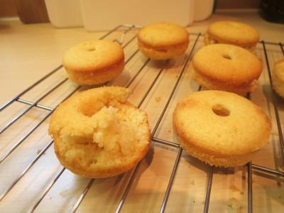 baked-mini-iced-doughnut-donuts-recipe-texture