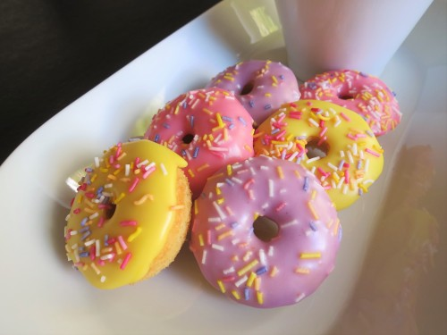 baked-mini-iced-doughnut-donuts-recipe-with-frosting-and-sprinkles