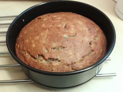 banana-cake-easy-recipe-freshly-baked-round-tin