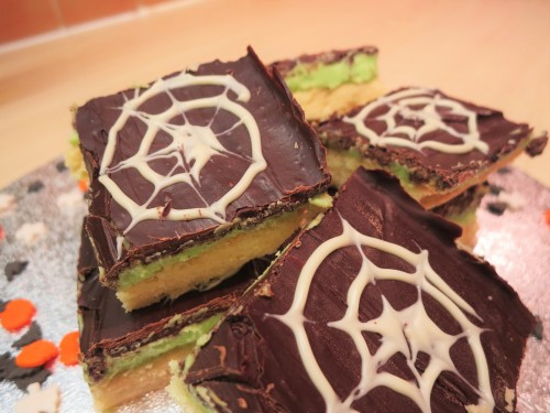 easy-baking-for-kids-halloween-mint-millionaires-shortbread-recipe-uk-green-mint-chocolate-squares-spiderwebs
