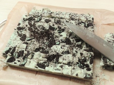 mint-oreo-and-white-chocolate-fudge-recipe-uk-easy-method