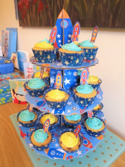 chocolate-chip-cupcakes-for-childrens-birthday-party-and-spaceship-rocket-cupcake-stand-uk