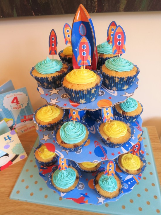 easy-to-bake-chocolate-chip-cupcakes-for-childrens-birthday-and-spaceship-rocket-cupcake-stand