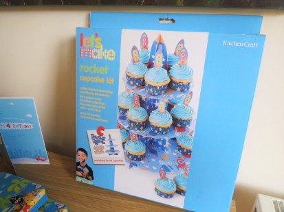 spaceship-rocket-cupcake-stand-kit-with-cake-toppers-uk