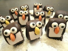 marshmallow-penguins-easy-christmas-festive-cooking-idea-with-kids