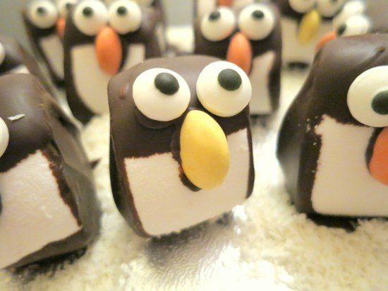 mint-chocolate-marshmallow-penguins-easy-christmas-festive-cooking-baking-decorating-idea-with-kids-bob