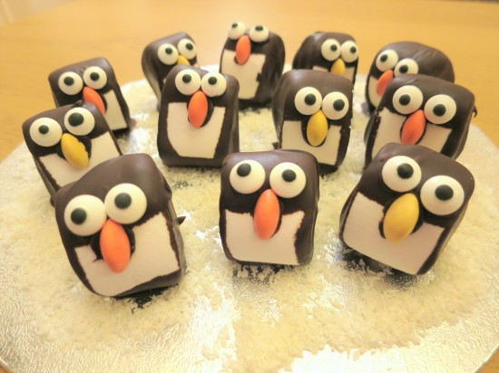 mint-chocolate-marshmallow-penguins-easy-christmas-festive-cooking-baking-decorating-idea-with-kids