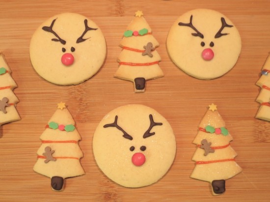 reindeer-vanilla-christmas-cookies-biscuits-uk-easy-recipe-festive-baking-chocolate-decoration