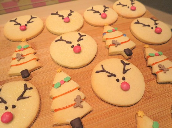 reindeer-vanilla-christmas-cookies-biscuits-uk-easy-recipe-festive-baking-christmas-tree-biscuits