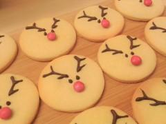 reindeer-vanilla-christmas-cookies-biscuits-uk-easy-recipe-festive-baking-red-smartie-noses
