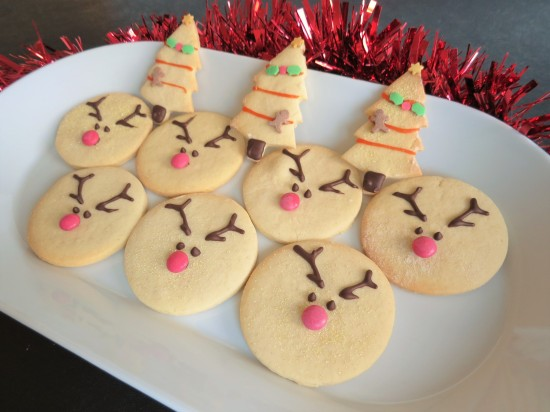 reindeer-vanilla-christmas-cookies-biscuits-uk-easy-recipe-festive-baking-with-children