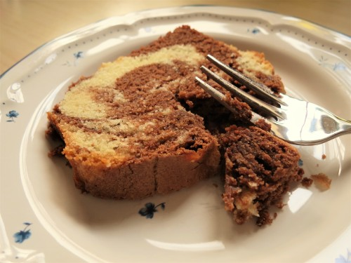 how-to-make-chocolate-and-vanilla-marble-cake-uk-2