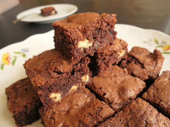 easy-recipe-for-chocolate-almond-and-white-chocolate-brownies-quick-uk