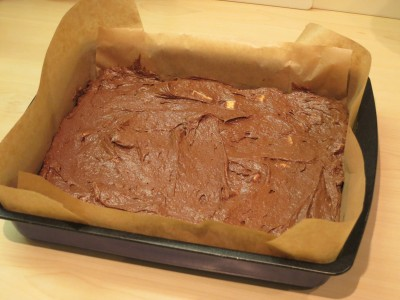 easy-recipe-for-chocolate-almond-and-white-chocolate-brownies-uk