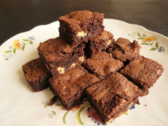 quick-recipe-for-chocolate-almond-and-white-chocolate-brownies-uk