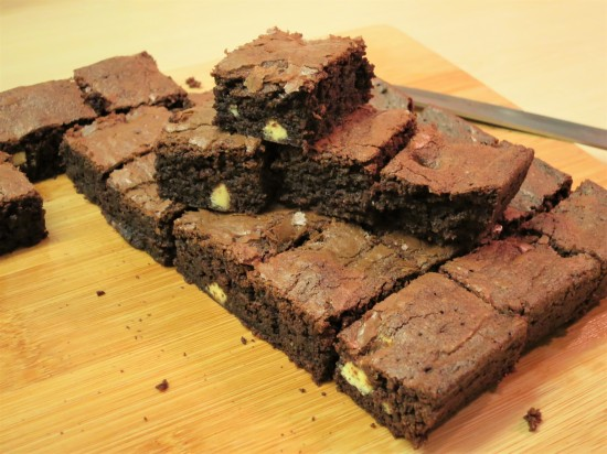 simple-recipe-for-chocolate-almond-and-white-chocolate-brownies-uk