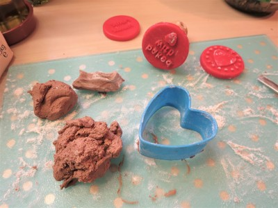 valentines-day-baking-ideas-easy-chocolate-heart-biscuits