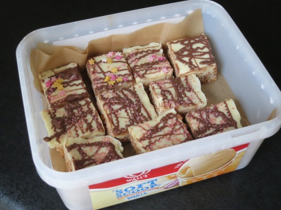 Easy Mars bar and rice krispie cake bars uk recipe chocolate and puffed rice cereal tray bake
