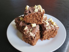 Chewy chocolate oat square flapjack chocolate tray bake cake recipe uk (2)