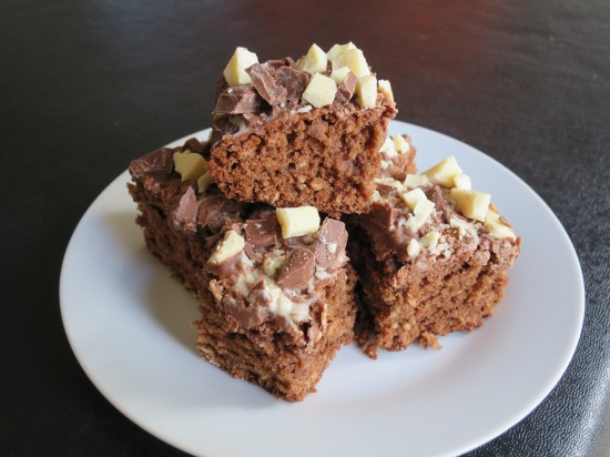 Chewy chocolate oat square flapjack chocolate tray bake cake recipe uk (2)