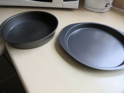 Shallow layer cake tin and inch deep tin comparison