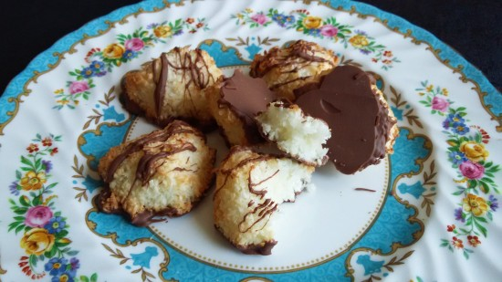 how to bake Chocolate dipped coconut macaroons uk recipe