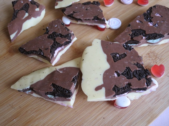 Valentine's oreo white chocolate bark pink swirl uk recipe underside