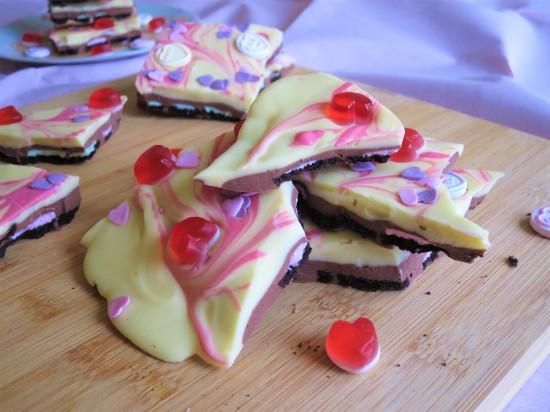 Valentine's strawberry oreo white chocolate bark pink swirl uk recipe