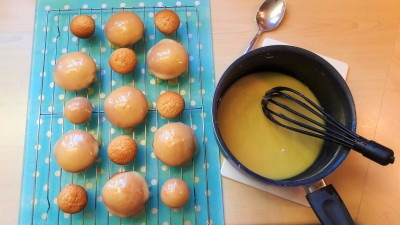 Honey and ginger cakes quick easy uk recipe with honey glaze